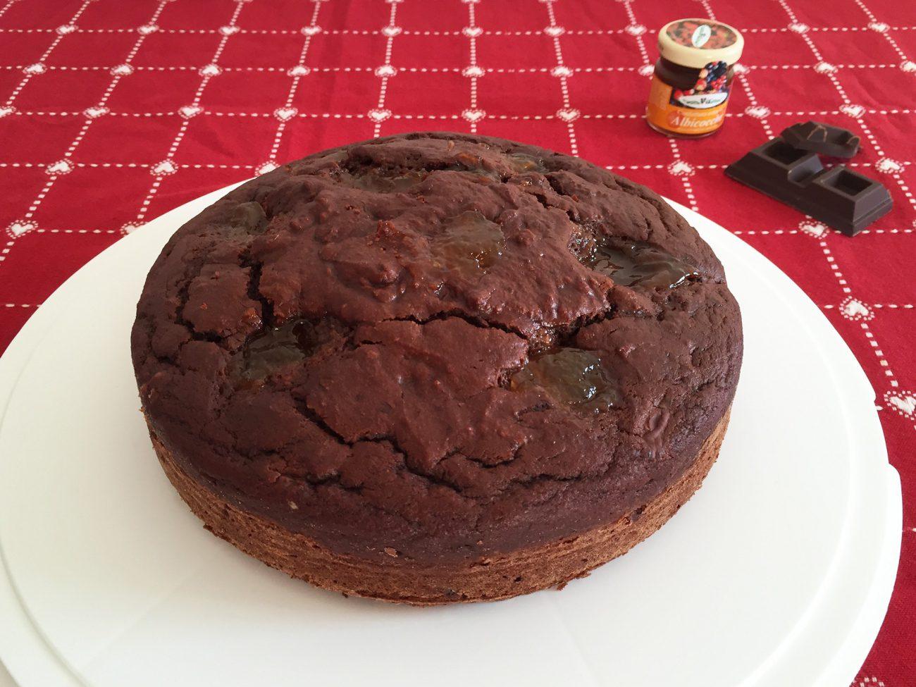 Torta al cioccolato e marmellata di albicocche