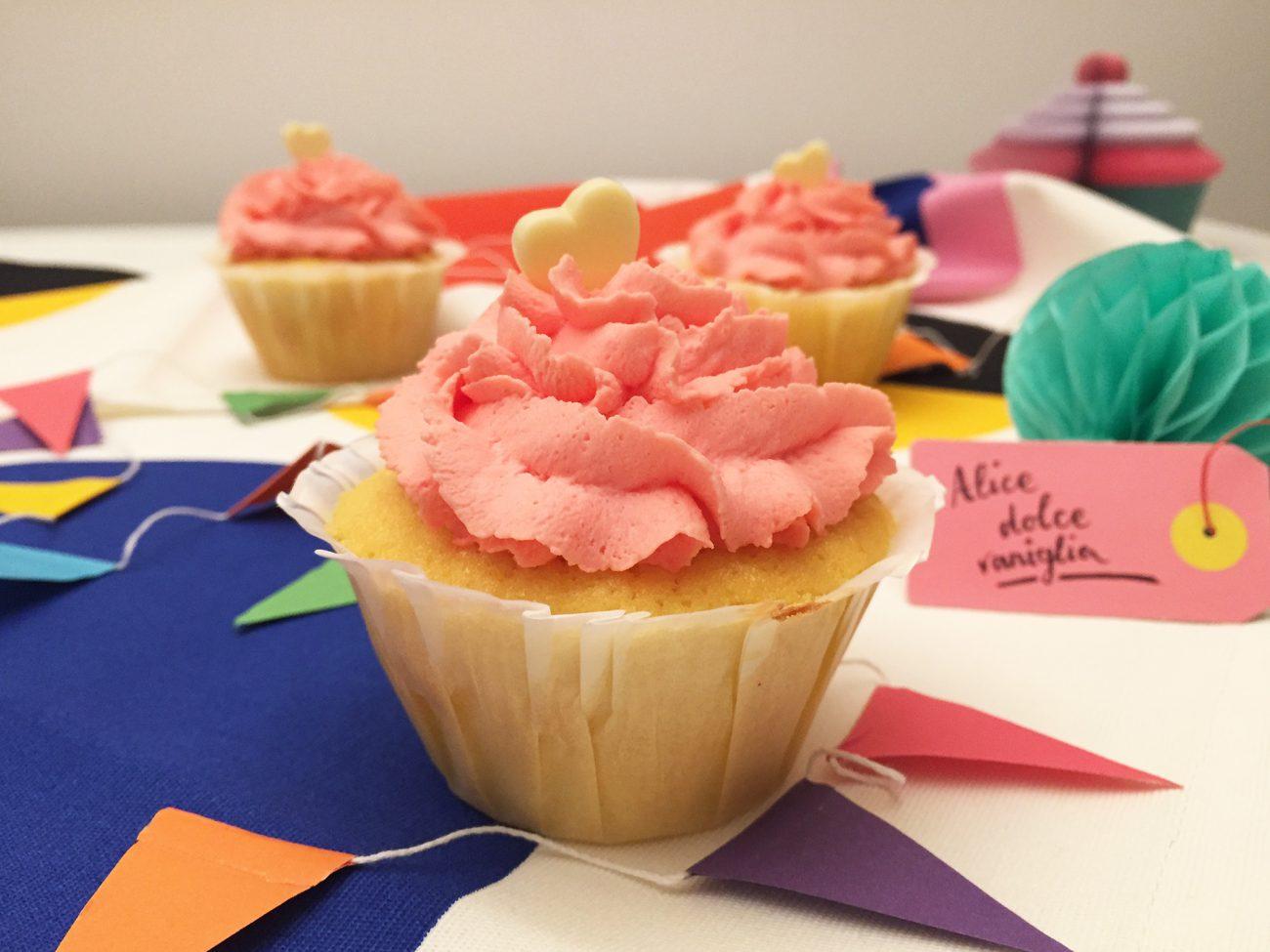 Cupcake alla vaniglia con frosting al mascarpone