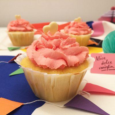 Cupcake alla vaniglia con frosting al mascarpone Alice Dolce Vaniglia