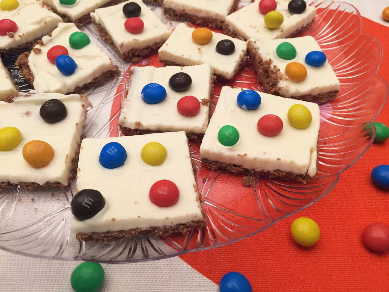 Quadrotti al mascarpone e M&M's