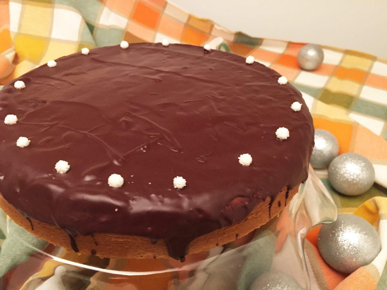 Torta morbida al mascarpone con glassa al cioccolato fondente